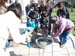 120112自然体験寒鮒漁見学  (28).jpg